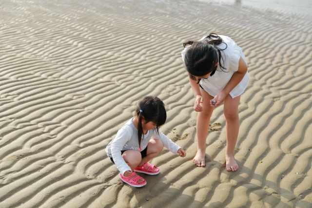 子どもの手足の画像
